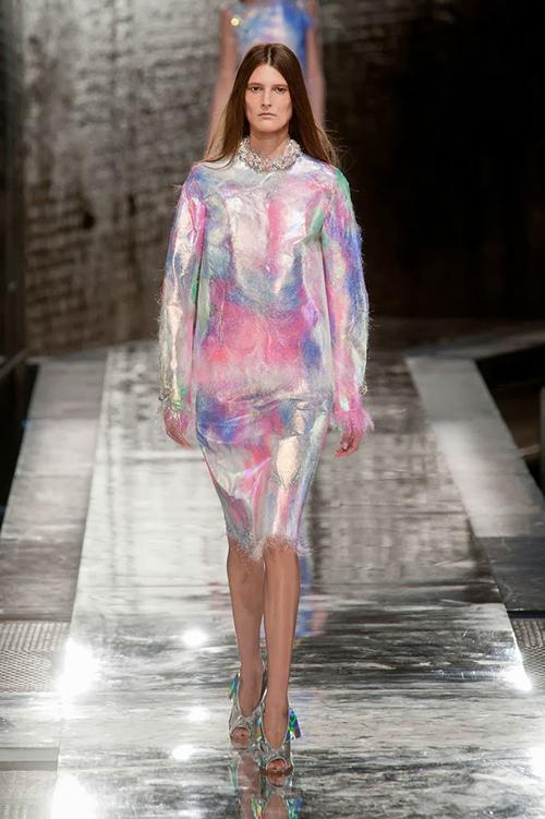 hologram-elbise-1